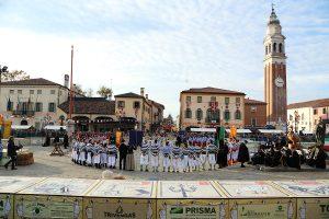 Il Viaggiatore Magazine - Piazza e atleti - Fiera dell'Oca - Mirano, Venezia
