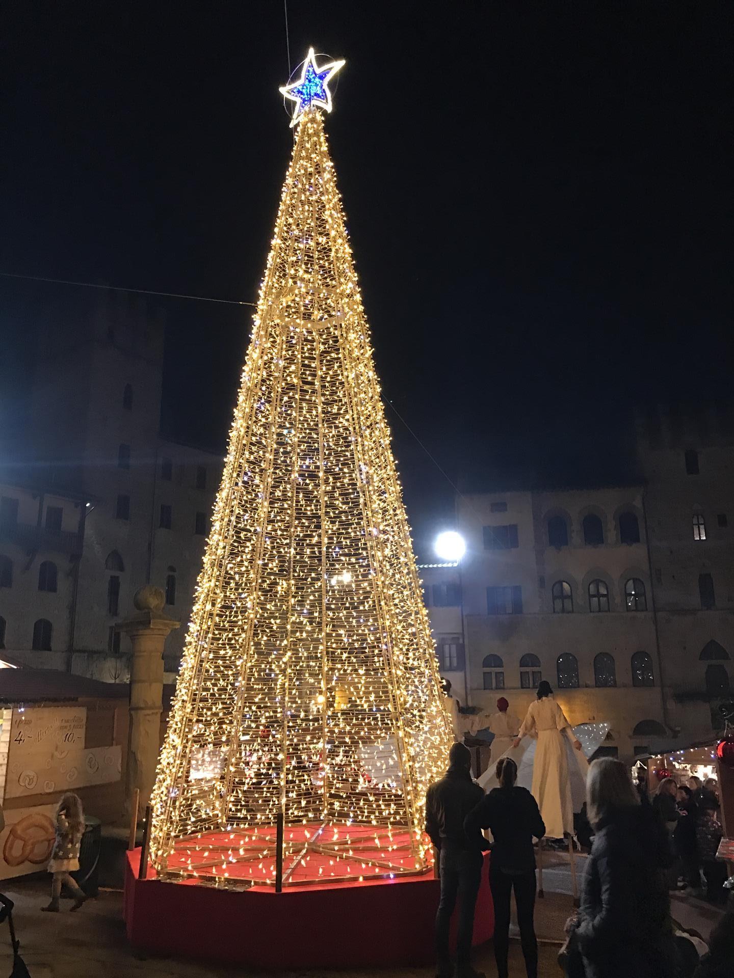 Arezzo diventa la cittÀ del natale il viaggiatore magazine