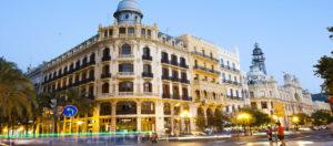 Il Viaggiatore Magazine - Plaza del Ayuantamento - Valencia, Spagna