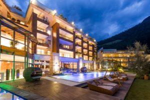 Il Viaggiatore Magazine - Quellenhof Resort - Scorcio esterno - San Martino presso Merano, Bolzano