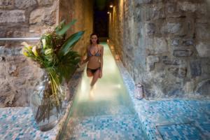 IlViaggiatoreMagazine-Piscina Lanterne-Hotel Helvetia-Porretta Terme-Bologna