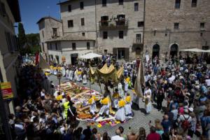 IlViaggiatoreMagazine-Infiorata di Spello-Processione-Spello-Perugia