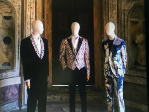 Manichini indossano abiti creati la Luigi Bianchi Mantova Sartoria con tessuti ispirati ai dipinti