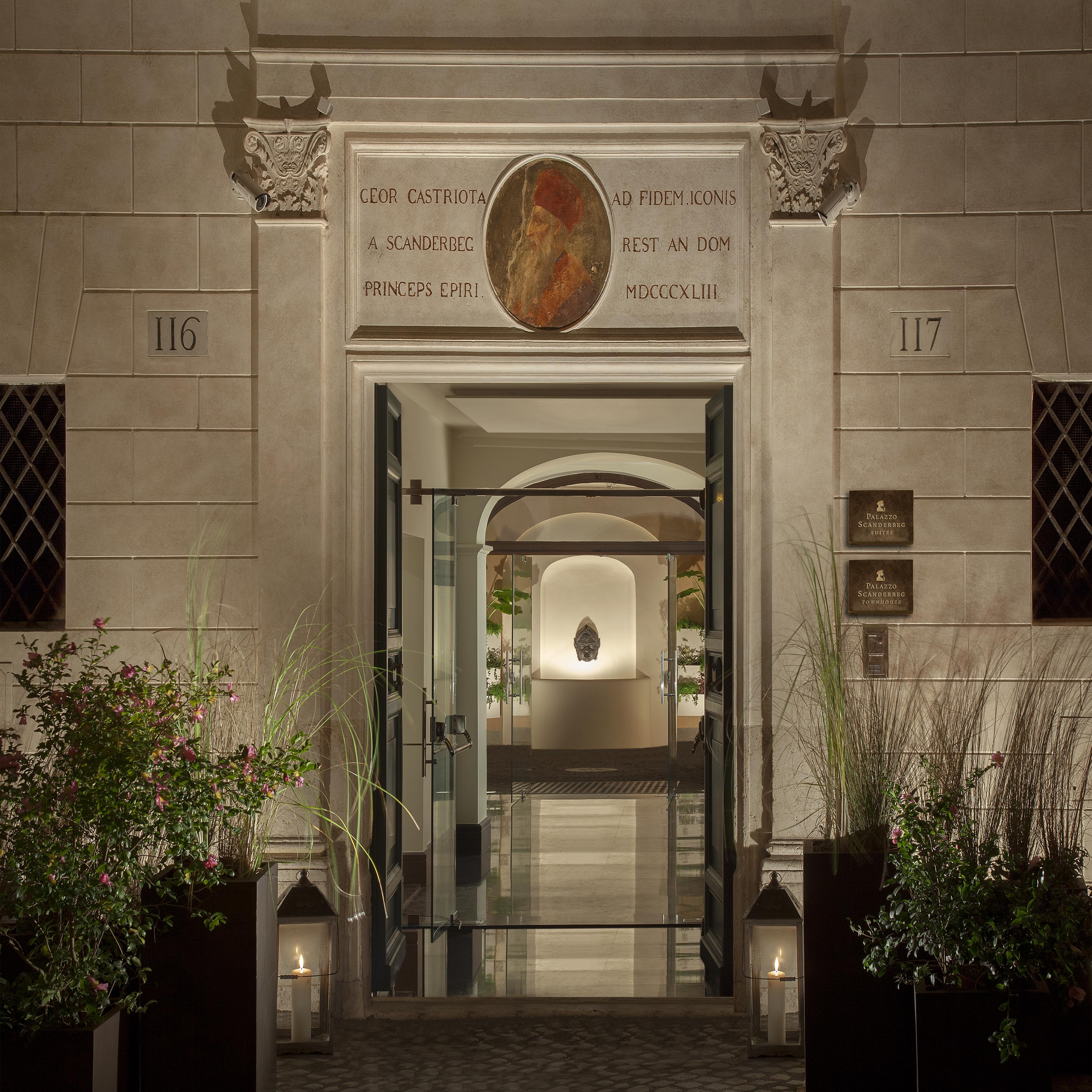 Entrata-Palazzo Scanderbeg-Roma