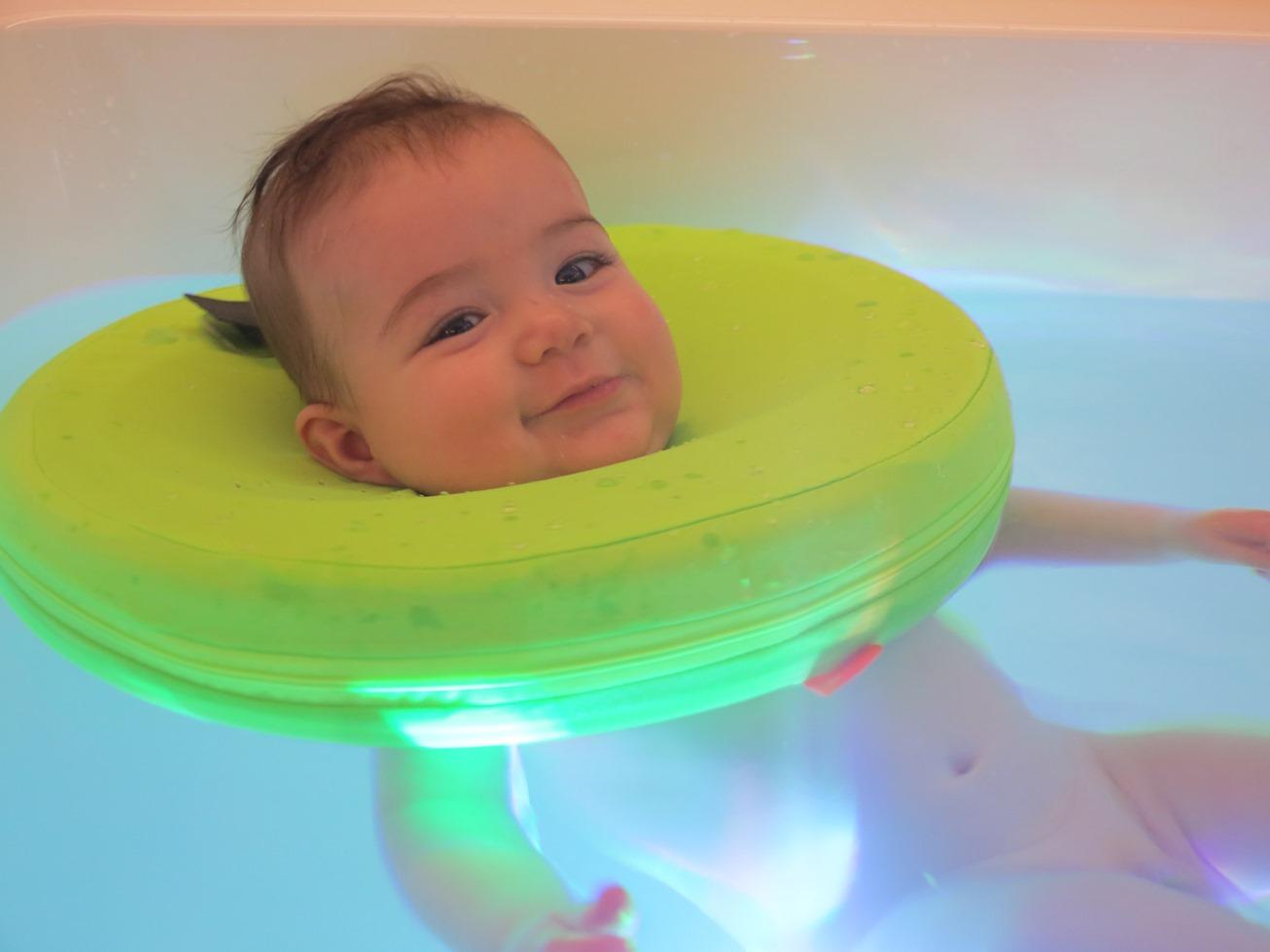 Bambino in piscina-Resort e SPA Tata-O-Palazzago-Bergamo