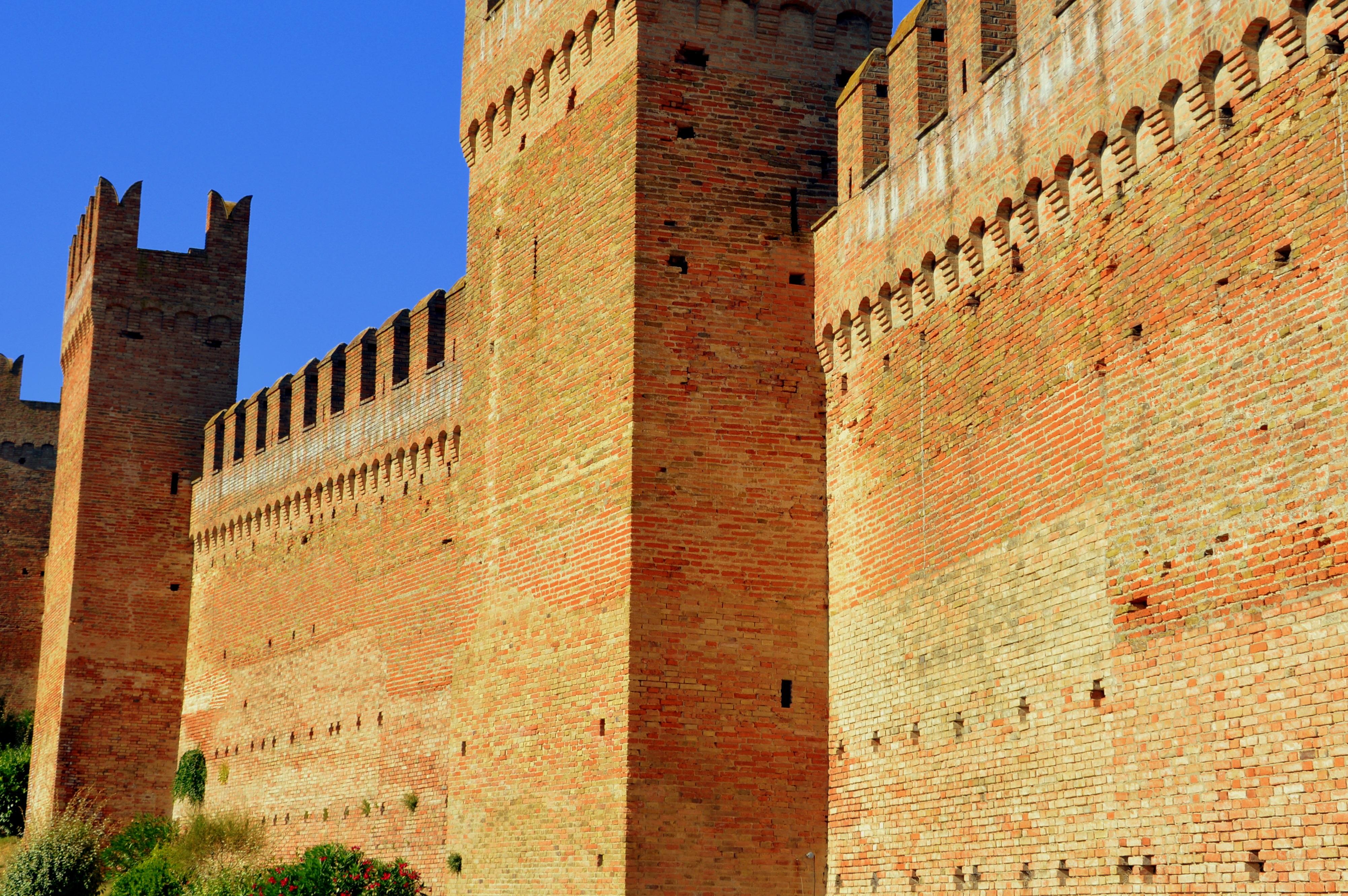 Castello di Gradara-Cinta muraria-Gradara-Pesaro-Urbino