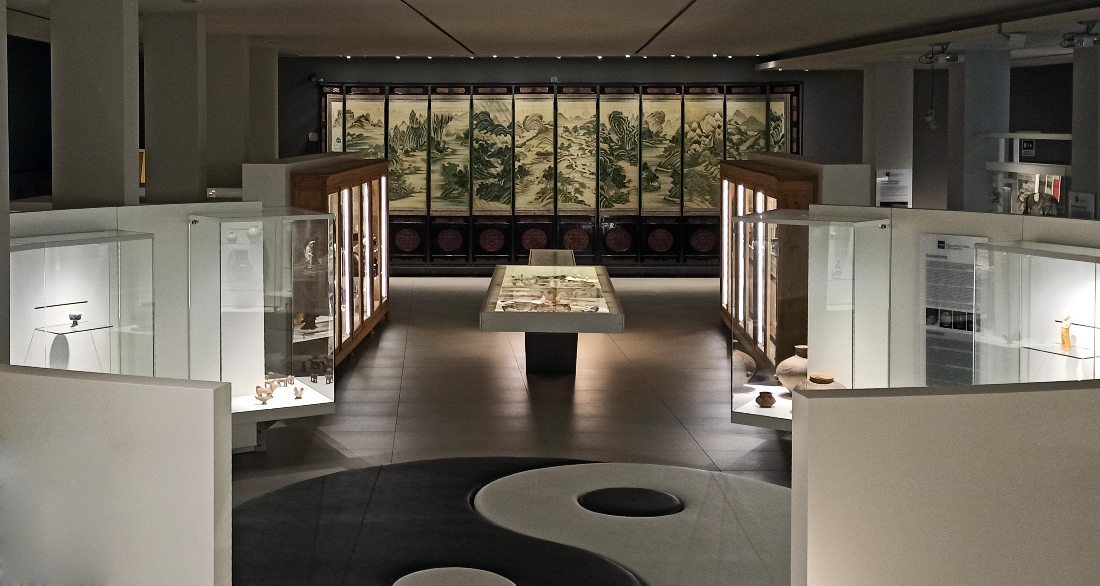 Grande paravento a dodici pannelli della metà del sec.XIX-Museo cinese ed Etnografico-Parma