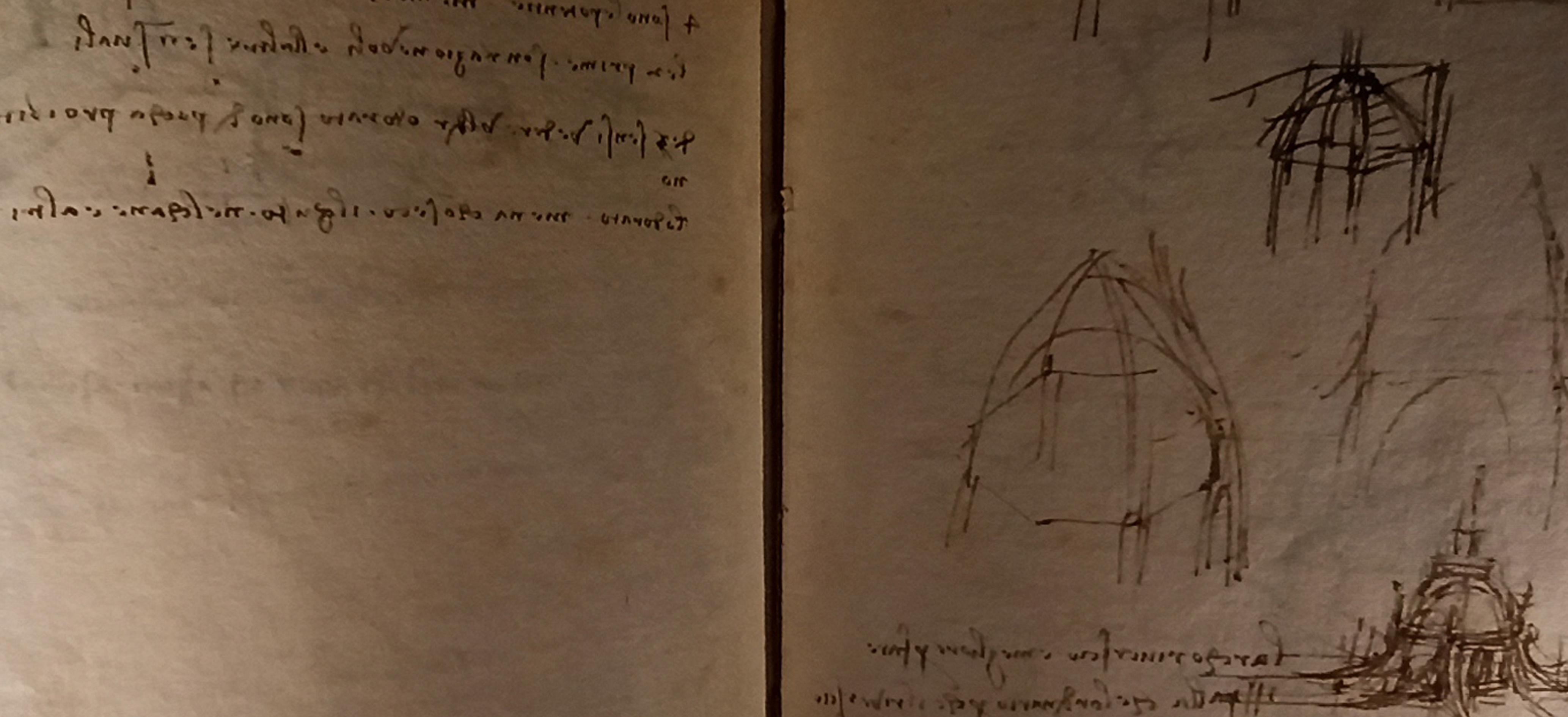 Nelle pagine di Leonardo da Vinci, osservazioni sul rumore e i cinque sensi e schizzi del tiburio del Duomo di Milano. Codice Trivulziano