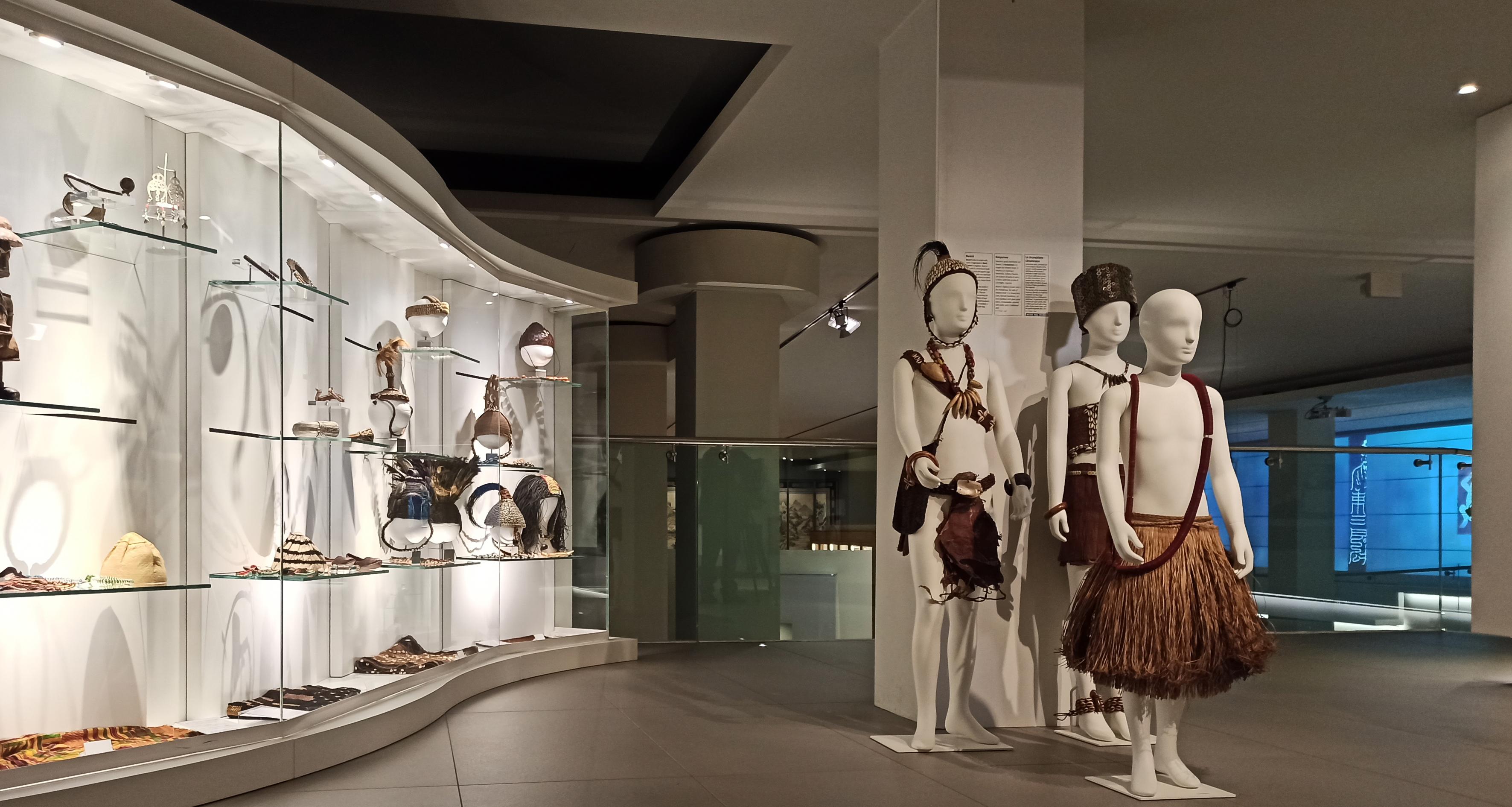 Rappresentazione di una famiglia della società Bwami, responsabile di conservare la tradizione e la storia del popolo Lega-Museo d'Arte Cinese ed Etnografico-Parma