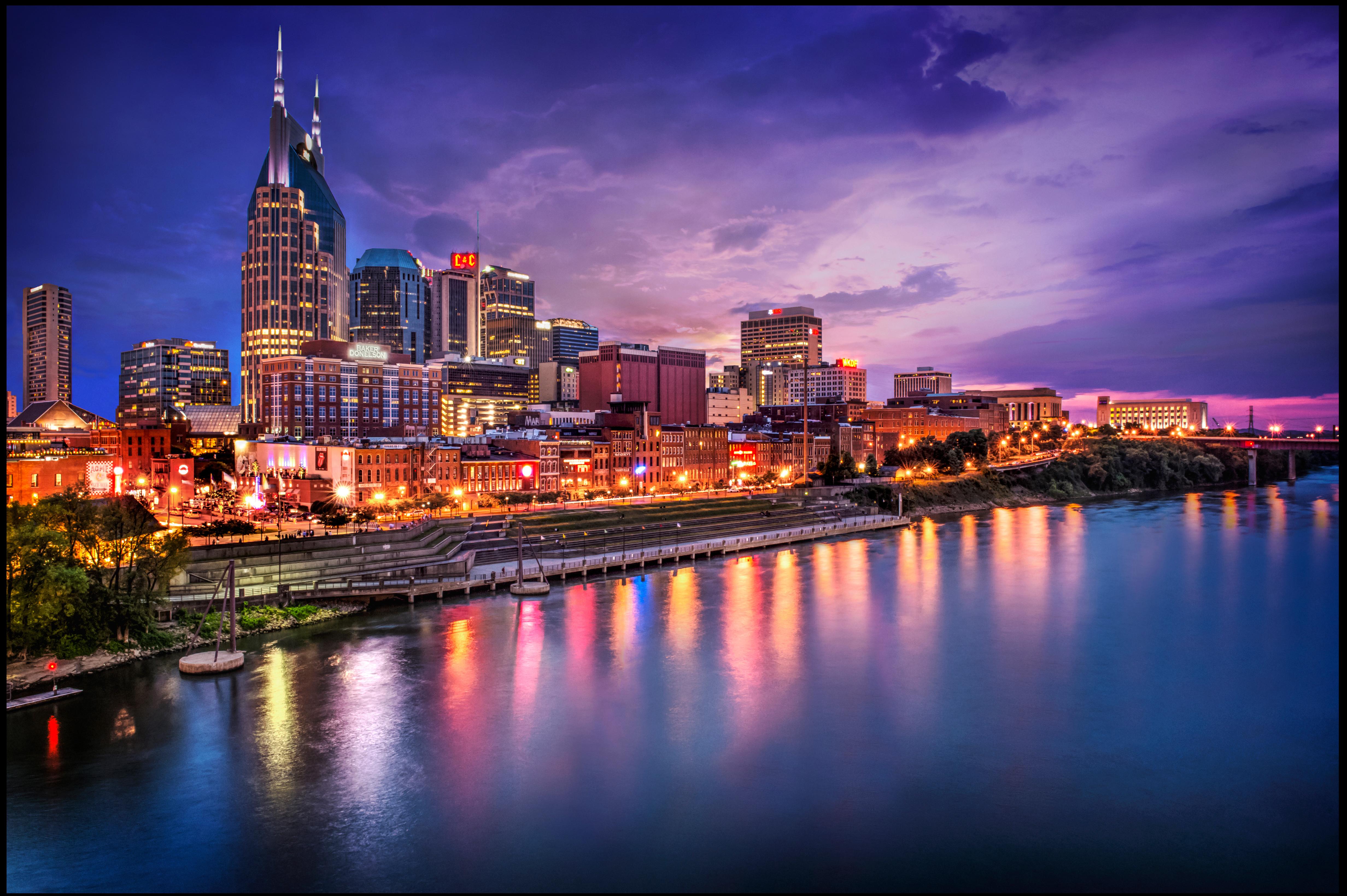 Skyline notturno-Nashville-Tennessee.USA-Foto di Ann Richardson