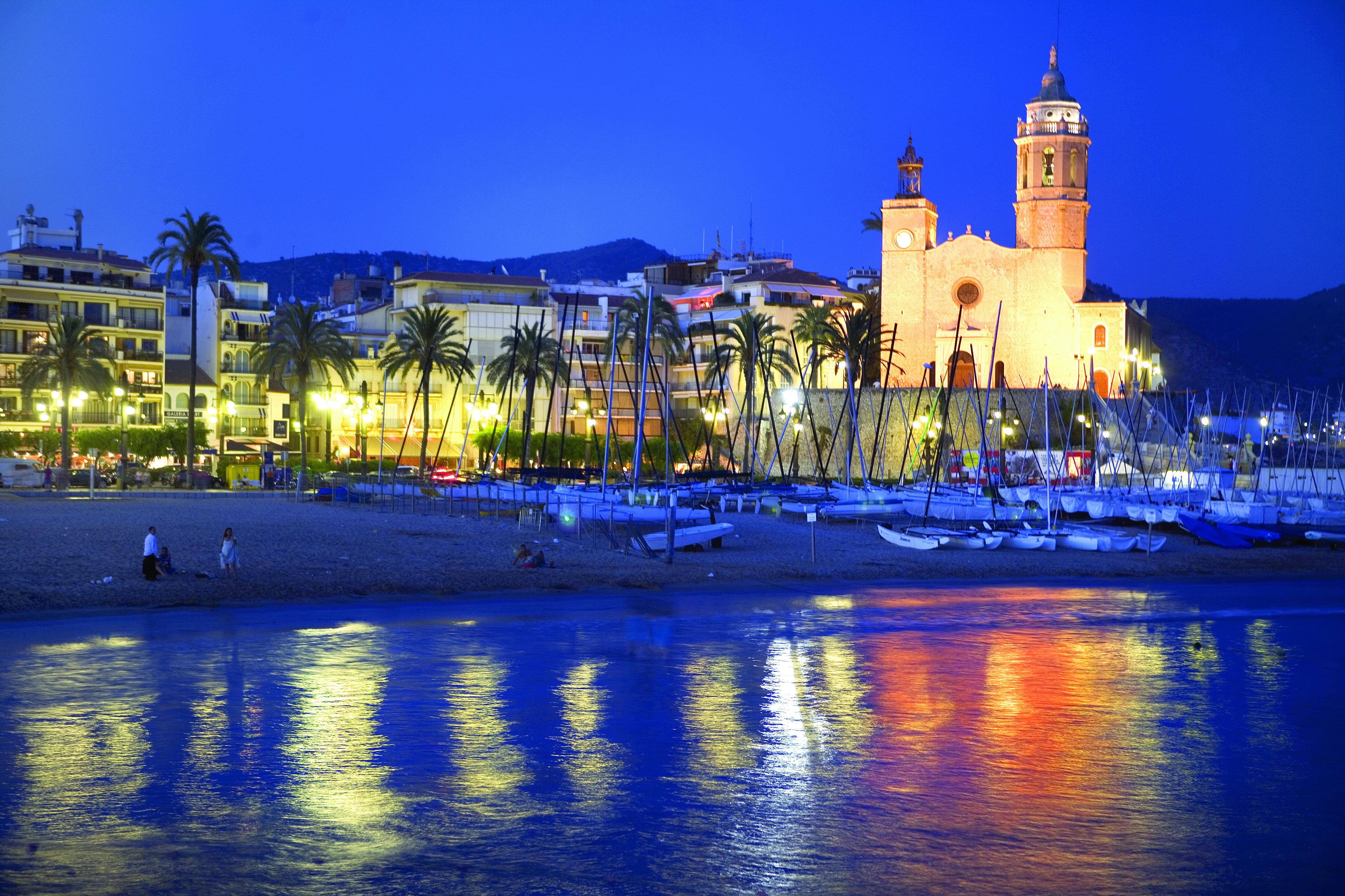 Vista notturna di Sitges-Foto di Miguel Angel Alvarez-Agencia Catalana de Turisme