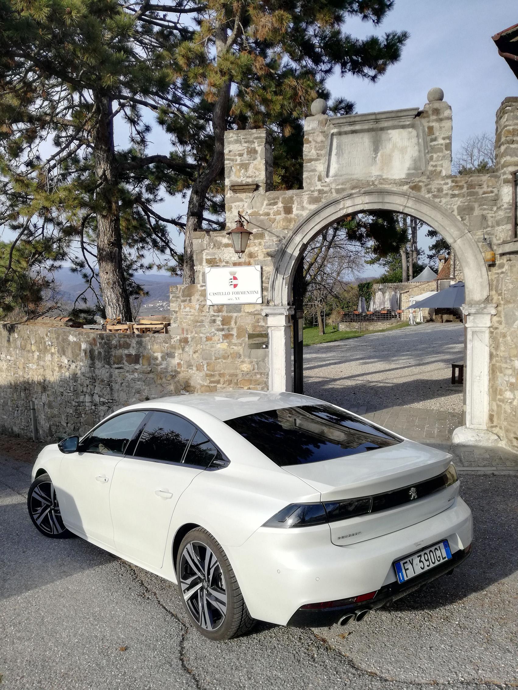 Viaggio in auto con la Peugeot Berlina 508 GT Line