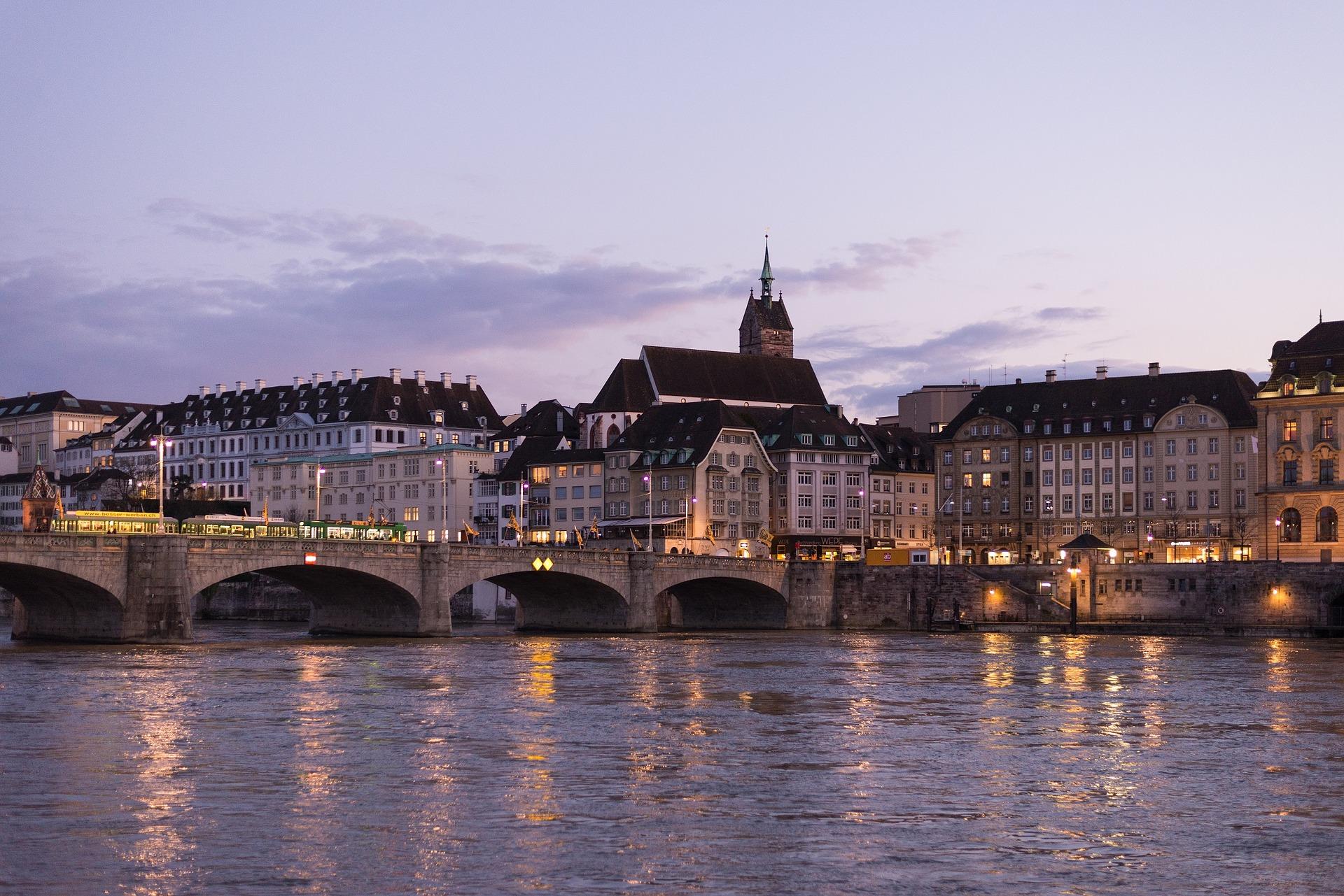 Riva del Reno a Basilea-Svizzera
